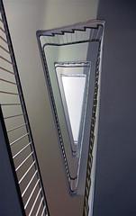 White triangle (frankhurkuck) Tags: treppe treppenhaus stairs stairway staircase hannover norddeutschland niedersachsen nds germany landeshauptstadt deutschland dreieckigesauge dreieck triangle treppenauge rauf runter auf ab up down stadthannover fachbereichtiefbau rudolfhillebrechtplatz1