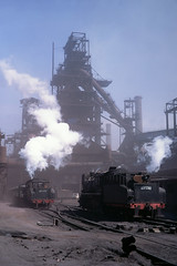 Dusty day in baotou steelworks (Frühtau) Tags: china nei mongol province baotou steelwork steam dampf stahlwerk blast furnace hochofen work industry sy class locomotive chinese industrial provinz people land train tielu sundown photos xpress us öbür mongɣulun öbertegen jasaqu orun 内蒙古自治区 nèi měnggǔ zìzhìqū volksrepublik 蒸汽机车 蒸汽機車 zhēngqì jīchē asia asian ferrocarril tren treno vapeur vapore stoom north east 钢铁厂 furnache