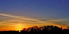 Le soleil va se reposer... (Ombre&Lumiere) Tags: coucherdesoleil cds aisne picardie ciel nuages campagne nature 02 soleil