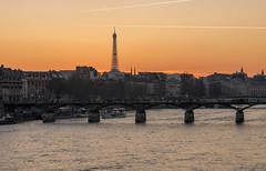 Paris, pont des Arts (Didier Ensarguex) Tags: toureiffel pontdesarts coucherdesoleil seine paris 75 5dsr canon 2470l28 didierensarguex