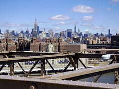 Manhattan (52er Bild) Tags: nyc manhattan empirestatebuilding chryslerbuilding brooklynbridge pentax q10 udosteinkamp newyork clouds amerika usa america north downtown bridge