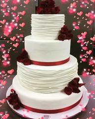 #buongiornogolosoni #weddingcake  #pastadizucchero decorazione by Simone di @sagresti #italianpastry #cakedesign #solocosebelle #solocosebuone #ciaopaolo #andiamoavanti