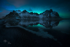 Nuit magique islandaise (Mathieu Rivrin - Photographies) Tags: islande iceland stokksnes vestrahorn night aurore boreale northern lights aurora black sand beach winter hiver rivrin sony a7rii