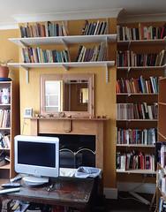 2017_04_070004 (Gwydion M. Williams) Tags: coventry britain greatbritain uk england warwickshire westmidlands chapelfields sirthomaswhitesroad books bookshelves