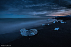 Jökulsárlón beach (Olmux82) Tags: jökulsárlón beach islanda iceland ice sunset sea water sand clouds cloud travel summer nikon d750