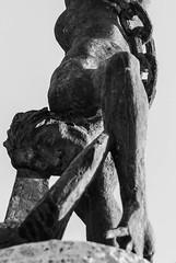 Ai caduti del mare (GloriaPlebani) Tags: allaperto nikond80 bn bw monocromo anchor ancora catena chain monumento guerra war