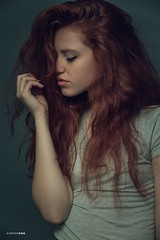 Red Lines (#KarineOggPhoto) Tags: karineogg fashion editorial redhead red head hair ginger bauty naturallight natural luznatural ruiva modelo female girl portrait retrato fotografia photography beleza bonito modea moda studio