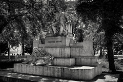 Johannes Brahms (Helmut Reichelt) Tags: bw sw brahms denkmal karlsplatz wien sommer august österreich austria leica leicam typ240 captureone9 silverefexpro2 leicasummilux35mmf14asphii