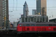 taking an early train from Frankfurt Central Station (Christopher DunstanBurgh) Tags: frankfurtammain frankfurt hauptbahnhof garecentral centralstation bahnhof deutschebahn 218