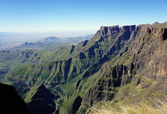 View of the Amphitheater from the top of the Drakensberg Escarpment (Julia Kostecka) Tags: drakensbergmountains drakensbergescarpment geology rockformations sentinelpeaktrail tugelafalls chainladdertrail hiking amphitheater waterfall southafrica royalnatalnationalpark