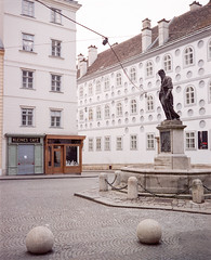 Kleines Café, Vienna (nikolaijan) Tags: plaubelmakina 67 kodak portra800 120 film vienna plaubel austria kleinescafe wien expired epsonv750