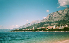 39160019 (msvoid) Tags: sea mountains film croatia yashica yashicat4