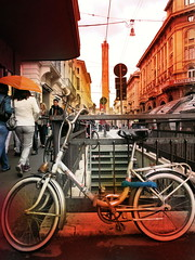 HIT THE ROAD (Julio Roberts) Tags: tower bike bicycle torre bologna bicicletta asinelli rizzoli