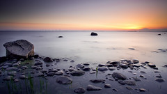 Black rock (Matthias Lehnecke | www.ml-foto.se) Tags: longexposure sunset sea sun lake seascape water clouds canon big rocks dusk stones tripod hard wideangle le 09 lee 7d 1022 archipelago stopper hammar vrmland gnd hammarsydspets