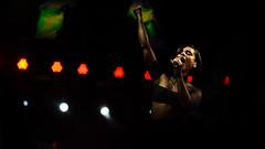 Clair obscur (10 sur 18).jpg (mamihaja) Tags: music woman art girl keys fire concert tour alicia lyon bokeh song live tony contraste garnier femmes chanson musique spectacle aliciakeys 2013 concertlyon girlonfire garniertony