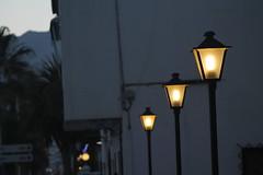 Naturalmente artificial - Reto Luz (Agarcaruiz) Tags: espaa luces pueblo granada minimalismo laherradura farolillos simpleza