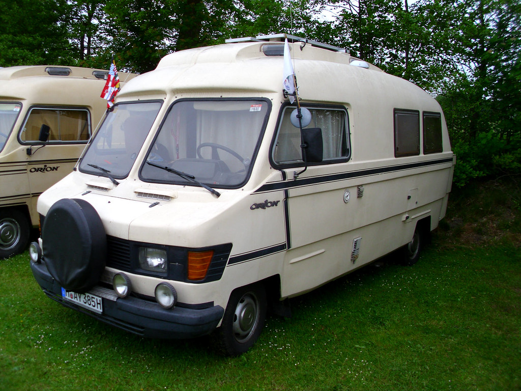 The world 39 s best photos of camping and mercedesbenz for Mercedes benz motorhome