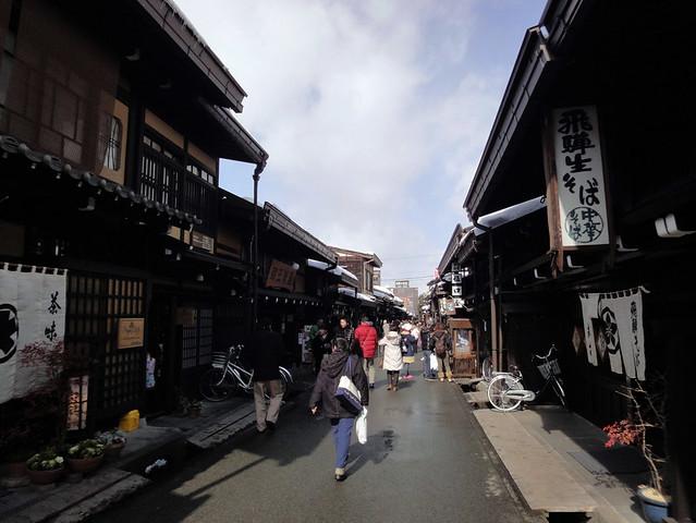 冬の飛騨高山で雪景色の古い町並みを1泊2日で堪能の写真