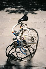 (busy.pochi) Tags: film analog pellicule argentique 135 24x36 フィルム olympus オリンパス olympusxa3 fuji fujifilm 200iso fujicolorsuperia200 usa ny newyork manhattan 35mm c41 compact bicycle