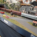 "Tren pasa veloz por módulo alemán <a style=""margin-left:10px; font-size:0.8em;"" href=""http://www.flickr.com/photos/67776226@N07/11582014613/"" target=""_blank"">@flickr</a>"