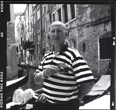 (magnifik 2.0) Tags: venice blackandwhite bw italy boats photographer 120film scanned gondola venezia kodaktmax400 gondolier hasselblad500cm 400speed nopsdpostprocessing carlzeissplanar128f80mm vintagerangefindercamera