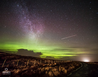 The Aurora over Spòg a' Gheòidh photobombed by the London to Reykjavik flight and the W5 bus from Tolsta