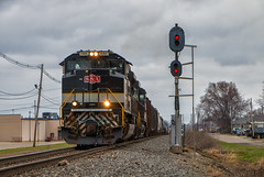 S&A Past the NKP *Explore* (Wheelnrail) Tags: ns 1065 norfolk southern heritage unit emd sd70ace sa savannah atlanta signal nkp bo