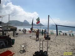 Praia (Janos Graber) Tags: praia céu nuvens pessoas areia copacabana manhã riodejaneiro