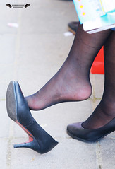 Candid feet from China (173) (Candid 100%) Tags: asian candid feet nylon pantyhose chinese china shoeplay dangling dipping toes soles foot shoes ballet flats high heels pumps sandals külotlu çorap ayak füsse strumpfhose калготкі чорапогащник pantis punčocháče strømpebukser sukkpüksid sukkahousut collants media calza καλσόν harisnyanadrág パンティーストッキング 팬티 스타킹 zeķbikses pėdkelnės جوراب شلواری rajstopy meiacalça ciorapi колготки унихоп pančucháče hlačne nogavice strumpbyxor קאָלגאָטקעס broekiekס