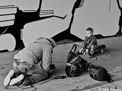 DSCN6659 (Akbar Simonse) Tags: denhaag thehague sgravenhage agga lahaye holland netherlands nederland streetphotography streetshot straatfotografie straatfoto people candid photographer fotograaf kid zwartwit bw blancoynegro bn monochrome amsterdam skateboard camera lichtmeter lightmeter