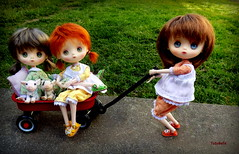 Hey, this is harder than it looks!! (TutuBella) Tags: jerryberrydolls prim fig fawn beautifulday happyfriday piggys daisydayes wagon sweet sisters