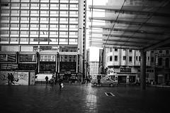 Rogier Square (Tom Cuppens) Tags: brussel flickr straatfotografie zwartwit rogierplein placerogier manhatten bruxelles brussels blackandwhite bw noiretblanc