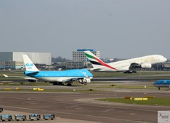 King and Queen. KLM B747-406M PH-BFP and Emirates A380-861 A6-EDS at AMS/EHAM (AviationEagle32) Tags: amsterdamschipholairport amsterdam ams amsterdamairport amsterdamschiphol schiphol schipholairport schipholviewingterrace eham thenetherlands panorama panoramaterrace airport aircraft airplanes apron aviation aeroplanes avp aviationphotography aviationlovers avgeek aviationgeek aeroplane arrivals airplane planespotting planes plane flying flickraviation flight vehicle tarmac emirates flyemirates airbus airbus380 a380 a380800 a380861 a6eds a388 takeoff kl klm klmroyaldutchairlines airfranceklm klmasia boeing boeing747 b747 b747400 b747406 b747406m b744 747 phbfp