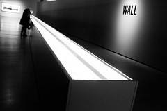Wall (Fernando_PC) Tags: street streetphotography fernandopc dark standing streetphotographer