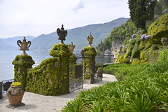 Water gate (Frühtau) Tags: italy italia italien lake water lago como villa pitturesk tradition gate tor wasser see beauty charme old traditional hsitory geschichte design style italian stil park garden garten south west plant landschaft landscape view flower