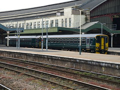 Great Western Railway Class 153 Super Sprinters 153318 and 153368 arrive at Bristol Temple Meads (Oz_97) Tags: bristoltemplemeads greatwesternrailway 153318 153368