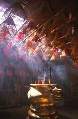 Man Mo Temple, Hong Kong (Niall Corbet) Tags: china hongkong temple manmo incense coil