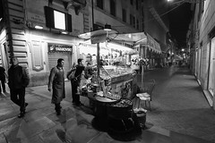 Candy for all (alexh1983) Tags: bw roma canon eos bn l 5d ef f4 1740 biancoenero caramelle banchetto