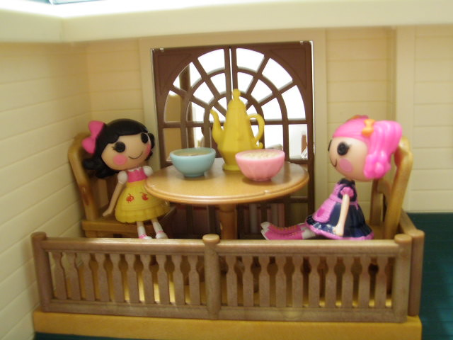 Snack Time On The Balcony (JaneCherie) Tags: Toys Miniatures Dolls Families  Mini Calico