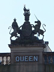 Dieu et mon Droit (lady.bracknell) Tags: sculpture architecture liverpool lion queen unicorn dalestreet dieuetmondroit