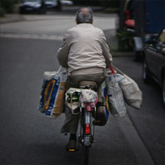 182-365 - poverty at older age (polomar) Tags: poverty street old portrait people man project 50mm flickr slow alt strasse sony cologne kln stranger outoffocus bags 365 manual summilux projekt zeit tten 182 armut fremder langsam flaschensammler metime 182365 polomar nex6 ichzeit
