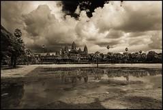 Kambodscha 2006 (blauwaldvogel) Tags: bw kambodscha himmel wolken tempelkirchen