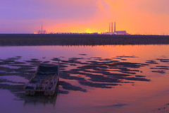 Taichung Thermal Power Plant (Thunderbolt_TW) Tags: sunset sea sky sun plant reflection water windmill night canon landscape power cloudy taiwan  getty sunburst taichung dadu   thermal   windturbine gettyimages  changhua      taipower       hsienhsi     5d2 changpingindustryarea taichungthermalpowerplant hybai