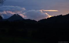 Amanecer, Morro de la Vieja. (Ivan Mauricio Agudelo Velasquez) Tags: cloud rural dawn sierra amanecer montaa could nube cordillera antioquia sonson