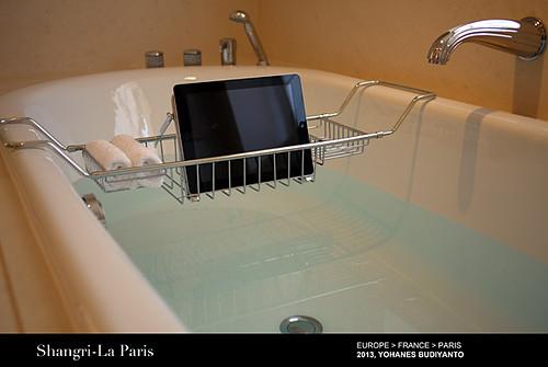 Shangri La Paris: First Of Its Kind Bathtub Ipad Holder!