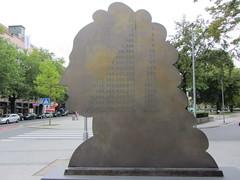 Leibniz Monument in Hannover (Peter Radunzel) Tags: monument germany deutschland hannover hanover niedersachsen lowersaxony gottfriedwilhelmleibniz