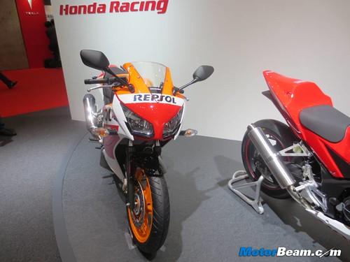 2014-Honda-CBR250R-09