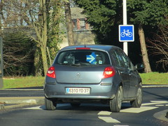 Renault Clio III de 2009 6310 YD 37 - 26 decembre 2013 (Rue de Verdun - Joue-les-Tours) (Padicha) Tags: auto new old bridge france water grass car station electric truck river french coach ancient automobile eau december indre police voiture ruine cher rest former 37 nouveau et loire quai franais nouvelle vieux herbe vieille ancienne ancien fleuve nationale vehicule lectrique reste gendarmerie gazon indreetloire franaise pave nouveaut vhicule utilitaire restes vgtalise letramdetours padicha