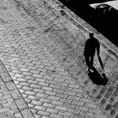 un'ombra (archifra -francesco de vincenzi-) Tags: street italy umbrella square ombra uomo minimalism minimalismo ombrello carré parapluie molise isernia pavé minimalisme sagoma minimalart archifraisernia francescodevincenzi