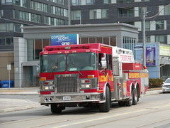 Toronto Fire Aerial 325 (Spare) (Canadian Emergency Buff) Tags: toronto ontario fire lights aerial led mount emergency 325 rotating department mid services strobe spartan dept gladiator unit tfd decon decontamination smeal tfs a325